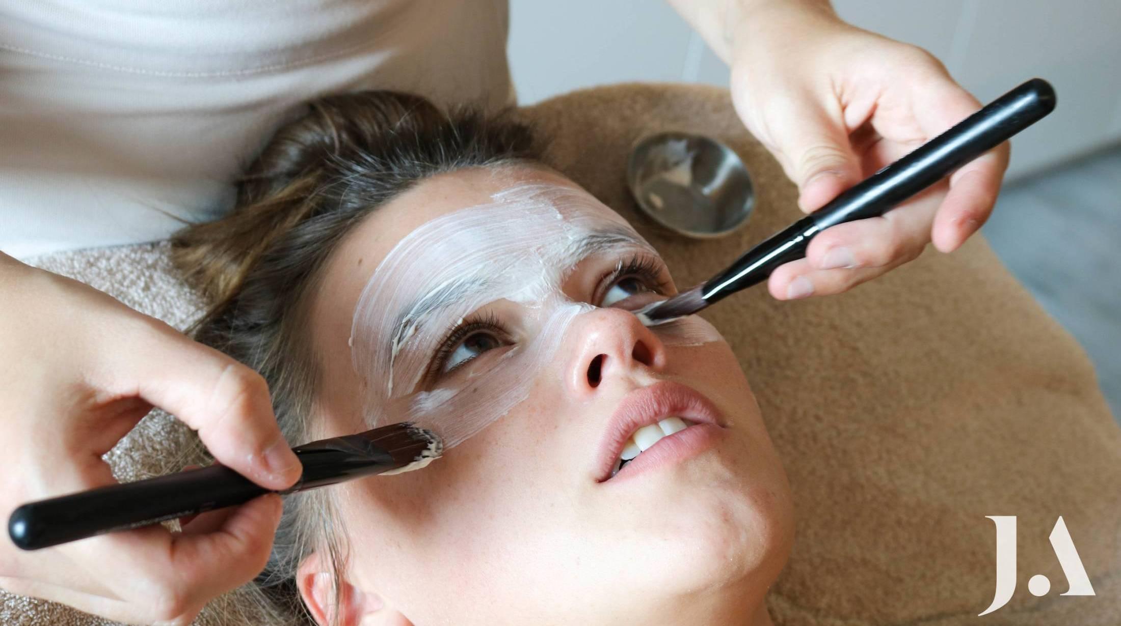 Behandeling huidverbeterende gelaatsverzorging Juliette Armand